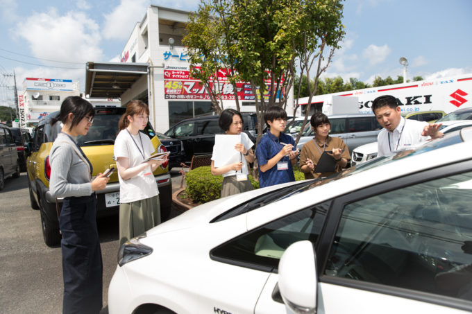 磯﨑自動車 集合写真 旅する冊子 取材インターン 販売車
